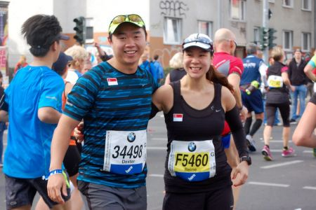 Reine (6 months pregnant) running the marathon with her hubby